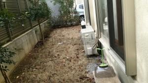 参考写真03_立ち水栓側から庭