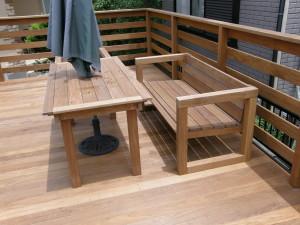パラソルスタンド付きテーブル&ベンチ