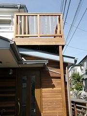 木製バルコニー(2階建てウッドデッキ)